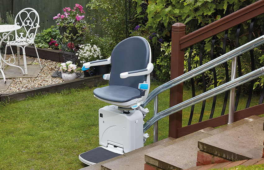 2000 smart outdoor stairlift HR with seat down