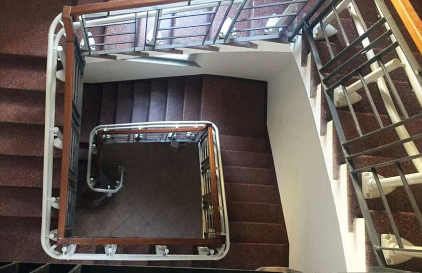 Curved stairlift - Handicare 2000 multiple flights of stairs