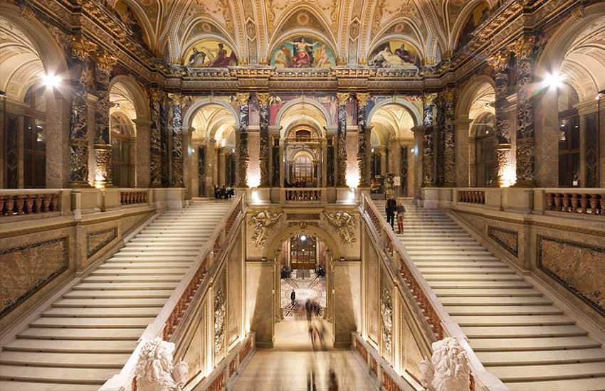 Kunsthistorisches Museum staircase